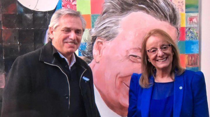 De local. Fernández fue recibido por la gobernadora Alicia Kirchner.