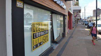 Desesperación. Los locales brindan rebajas de hasta el 50% para evitar cierres y atraer a sus clientes con ofertas.