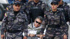Detenido. Santrich, en silla de ruedas, sale de la cárcel de La Picota para ser llevado ante un tribunal.