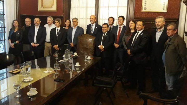 Rectorado. Floriani junto a Bartolacci y los decanos que asumieron.