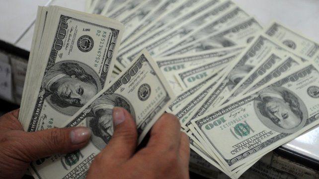 El dólar bajó más de un peso y cerró por debajo de los 45 pesos