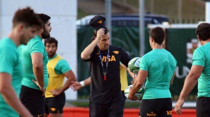Armado. El head coach prepara el partido ante Waratahs con varias modificaciones