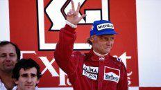Sí, tres títulos. Lauda sonríe en Portugal 84, Prost sufre. En su rostro, las secuelas inconfundibles del fuego.