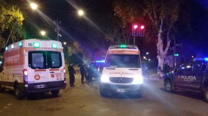 Ambulancias del Sies acudieron para asistir a los heridos.