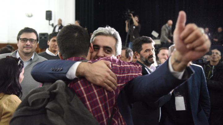 El exdecano de Ciencias Políticas Franco Bartolacci celebró su elección como rector de la UNR.