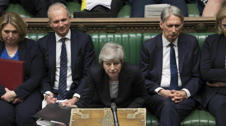 Tambalea May tras fracasar su último intento por el Brexit