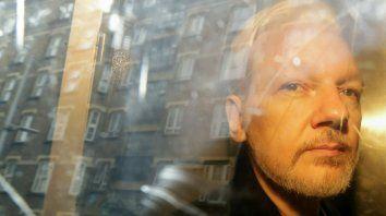 EEUU amplía los cargos contra el activista Assange