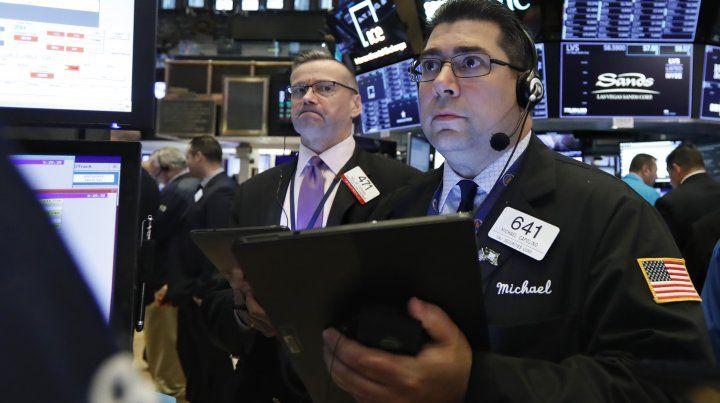 Wall Street bajó y afectó a la Bolsa local y el riesgo país
