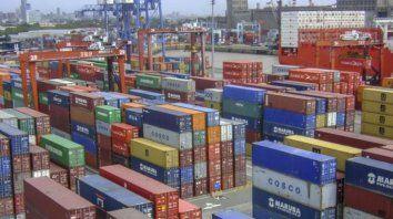 La balanza comercial mostró superávit por menos importaciones