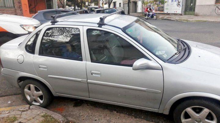 Le llevaban el auto al corralón y adentro había dejado a su hijo durmiendo
