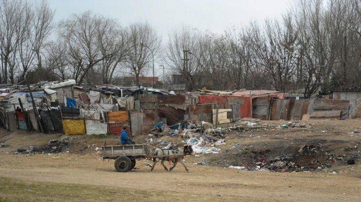 Postales de la pobreza. Se estima que ya se otorgaron soluciones habitacionales e infraestructura al 50 por ciento de 7 mil familias rosarinas.