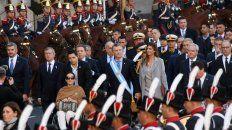 Macri, junto a su esposa y a Gabriela Michetti, se dirigen hacia la Catedral.