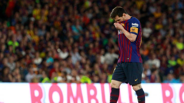 Desconcertado. La cara de la Pulga tras perder la final en manos de Valencia de Ezequiel Garay.