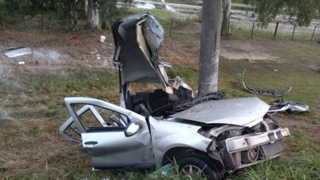 Dos muertos en la ruta Nº 1 al estrellarse un auto contra una columna