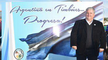 Para estudiantes. González anunció la entrega de 70 becas para jóvenes.
