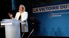 Feliz. Marine Le Pen exigió a Macron que llame a elecciones adelantadas.
