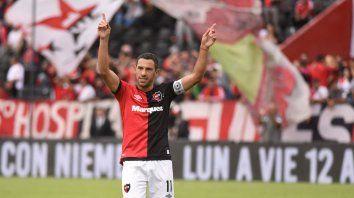 Maxi Rodríguez es el emblema leproso y su decisión es vital para los hinchas de Newells.
