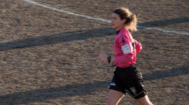 Una joven árbitro fue desafiada por un jugador a tener sexo en pleno partido