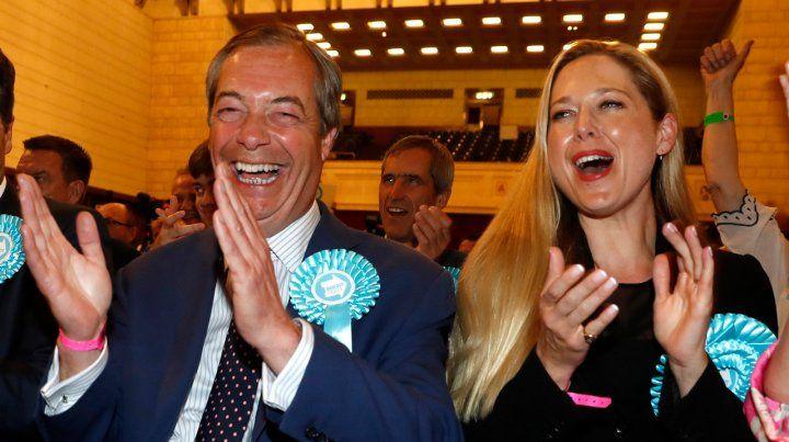 Feliz. El inglés Nigel Farage celebró el batacazo de su partido Ukip.