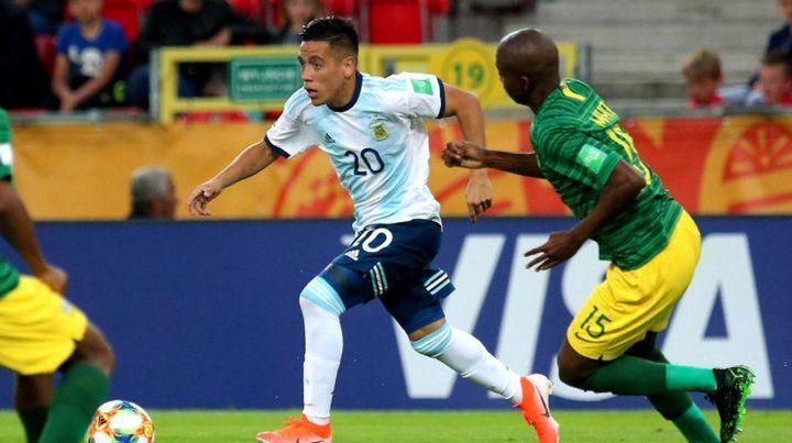 En el debut marcó 2 goles. Ezequiel Barco fue la figura del partido frente a Sudáfrica.