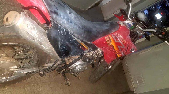 La moto sustraida por los jóvenes fue recuperada por la policía.
