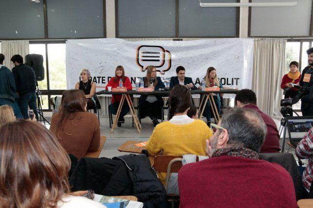 Los candidatos a concejal debatieron ideas en la facultad de Ciencia Política de la UNR.