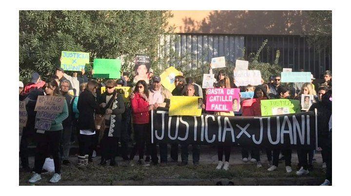 Los familiares y amigos de la víctima reclaman justicia por Juan Cruz.