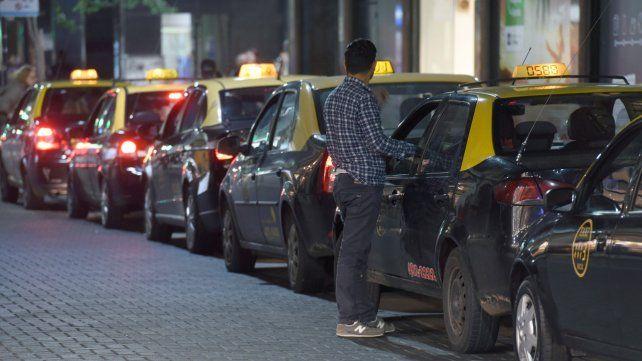 En crisis. Los taxis están recibiendo los embates de la coyuntura económica.