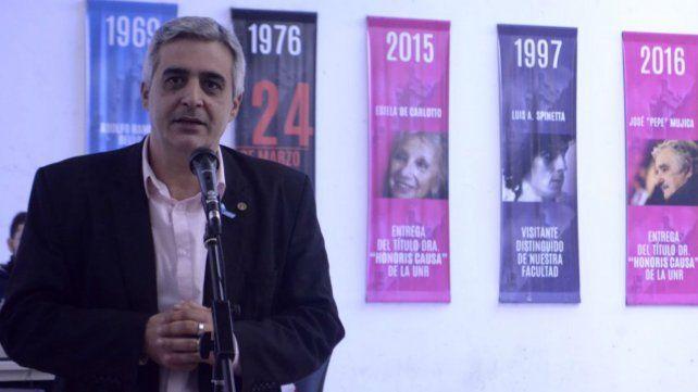 El rector electo Franco Bartolacci, presente en el acto homenaje.