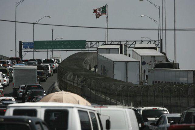 El cruce de camiones era continuo ayer en el puesto fronterizo entre Ciudad Juárez y Estados Unidos.