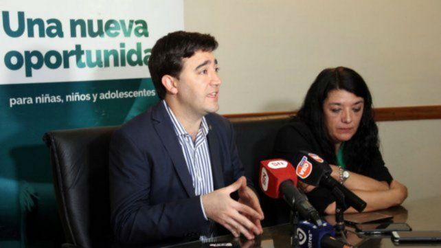Conformidad. El referente de Gestión Pública de la provincia con la prensa.