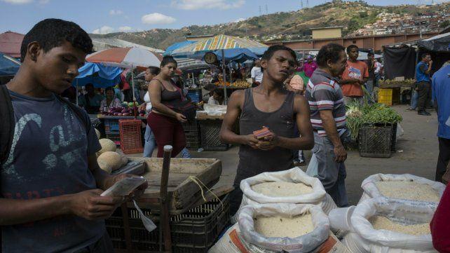 Pobreza. Un desolador mercado de frutas y verduras en un barrio popular de Caracas.