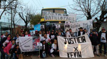 En marcha. Unas 60 personas viajaron a Marcos Juárez para pedir justicia por la muerte de Kevin Pacheco.