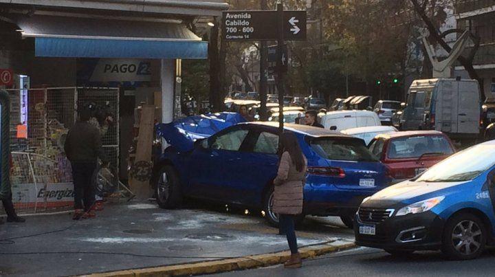 Un adolescente de 15 años estrelló un Porsche contra un kiosco