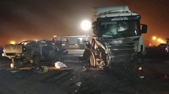 Seis muertos en un choque entre un camión y una camioneta en Sunchales