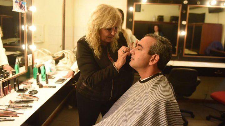 Saludos de rigor, maquillaje y vestimentas cabuleras antes del debate