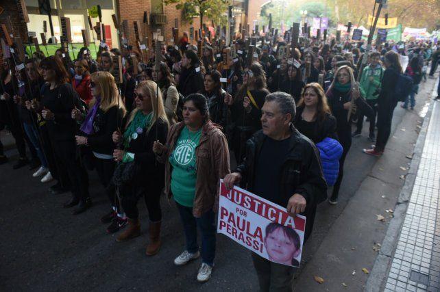 El papá de Paula Perassi estuvo presente acompañando la marcha.