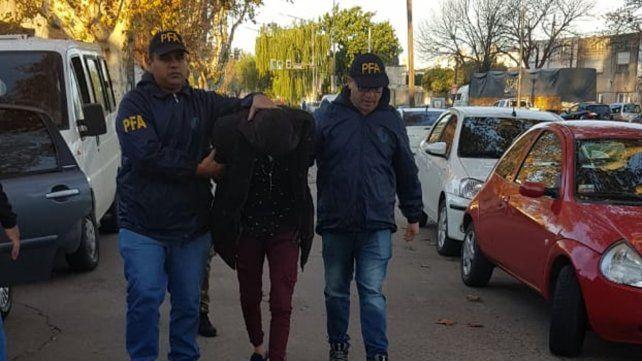 Esposado. Marcelo Ezequiel G. fue detenido en plena vía pública.
