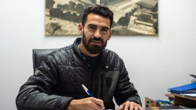 Josué Ayala firmó nuevo contrato.