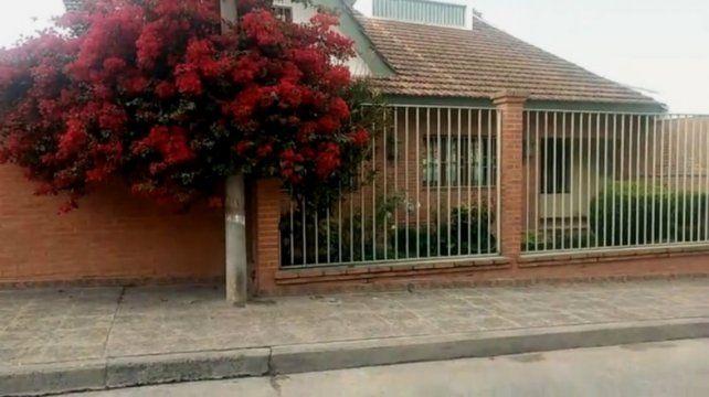 La casa del cantante fue allanada hoy y encontraron una plantación de marihuana.