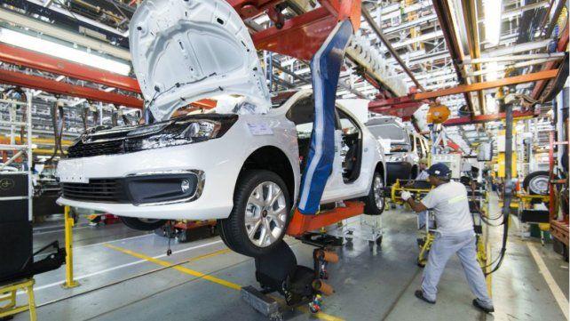 Cayó 35,5 por ciento la producción de autos en mayo