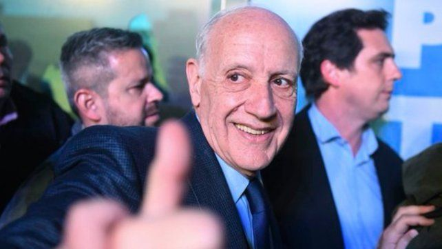 En carrera. Roberto Lavagna inauguró ayer el centro de campaña de Consenso 19.