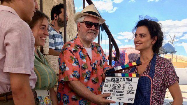Distendidos. Pedro Almodóvar junto a Penélope Cruz en un alto del rodaje.