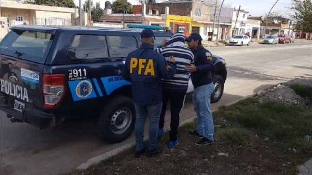Sin escape. Agentes federales apresaron al suboficial Guillermo S. en una casa de Rivarola al 7100