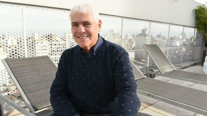 Carlos Bermejo conduce Magazine. Es el único programa de espectáculos local desde hace 30 años.