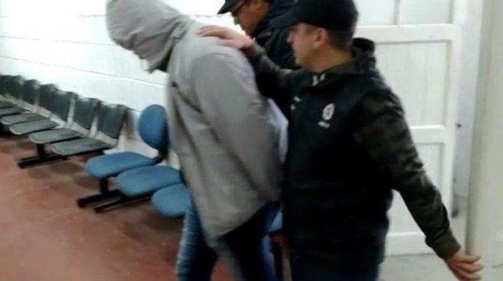 El árbitro Martín Bustos fue detenido ayer por la tarde en Rosario tras un intento porgrooming(engaño a través de internet) a chicos de Newells.