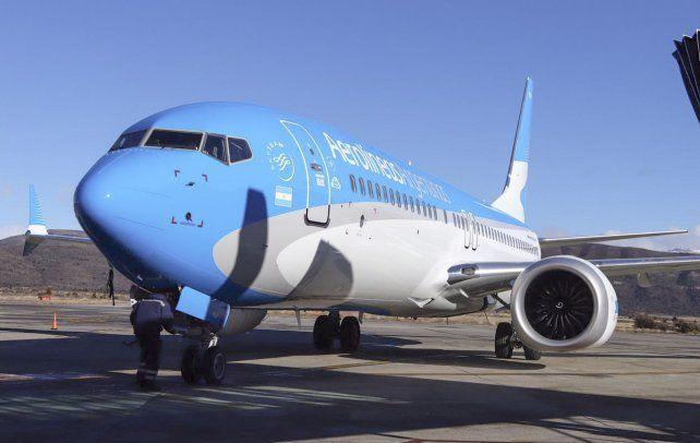 Aerolíneas mantendrá el vuelo diario entre Rosario y Bariloche con casi 12 mil asientos.
