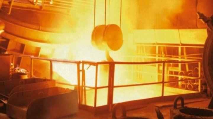 Fierro caliente. La industria siderúrgica está entre las más golpeadas