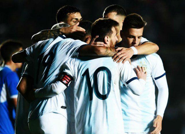 Pedazo de socio. Messi celebra uno de sus dos goles con Lo Celso. El ex canalla fue un gran asistidor del mejor del mundo y no hay dudas de que en este equipo es titular.