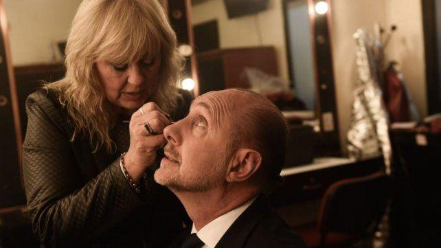 Entusiasmo, maquillaje y la compañía de las vices mujeres